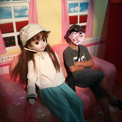 ビッグバン等身大人形とrツーショット