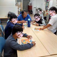 間違い探しで英語を学ぶ子供たち